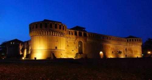 Arena Rocca Sforzesca di notte