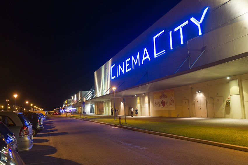 cinemacity_esterno_notte