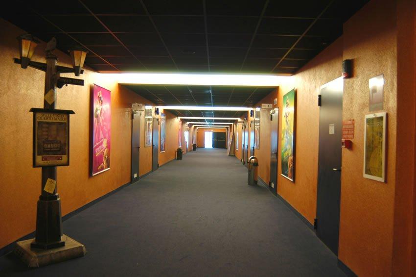 CinemaCity corridoio
