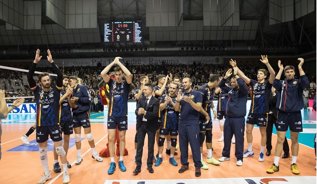 La squadra della Bunge saluta i propri tifosi